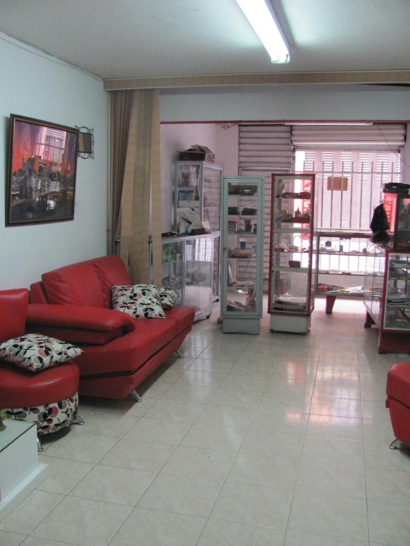 Imagen http://pictures.domus.la/inmobiliaria_301/81773_2_111519444.jpg