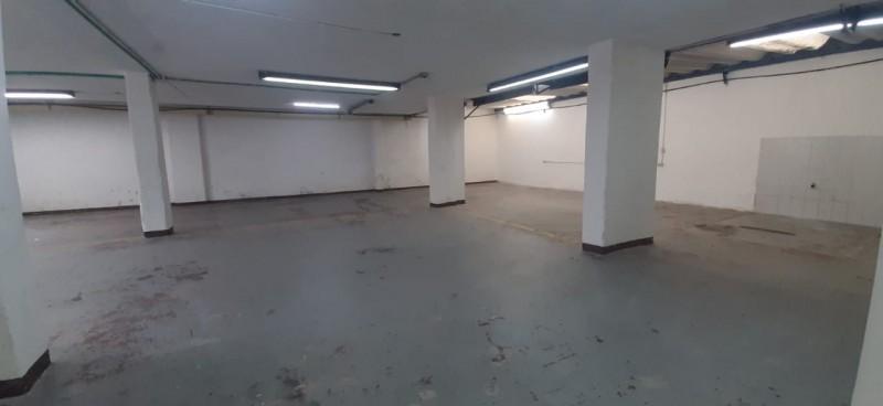 Ofrecemos esta magnifica oportunidad para su negocio. 300 m2 en un solo nivel. Dos Baños, cocineta, area libre, acceso por dos vias, se puede utilizar como bodega o como local. Uso comercial, contactenos