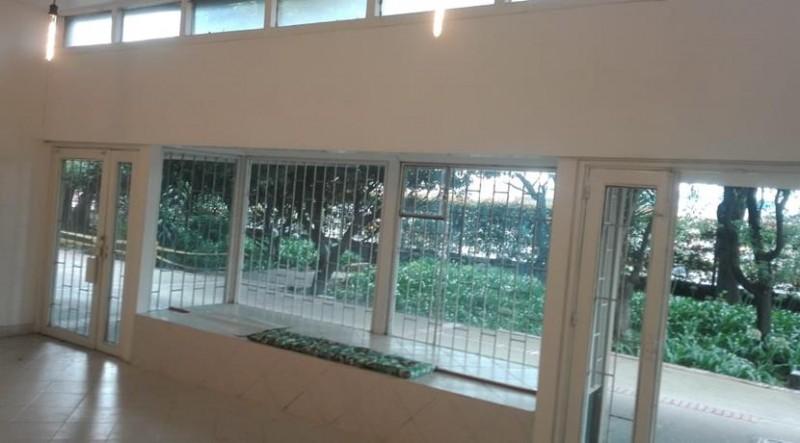 Amplio local multiusos con excelente seguridad dentro de conjunto residencial negociable