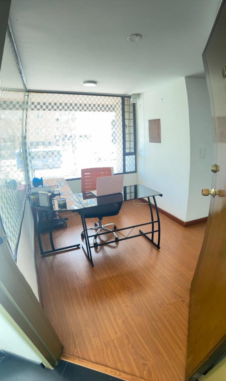 Excelente oficina con parqueadero baño privado muy iluminada esquinera tranquila en el mejor sector de la ciudad