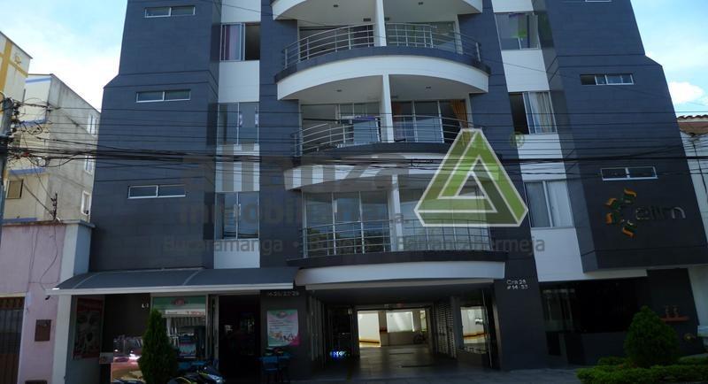 Apartamento ubicado en san Alonso, edificio elim-  Bucaramanga  Ubicado a una cuadra del Sena de la carrera 27 , piso 4, con vista al exterior,  balcón, tres alcobas, 2 baños, sala comedor, cocina integral,  ventilado e iluminado Zonas sociales:  parqueadero, vigilancia 24 horas, jacuzzi, terraza y bbq