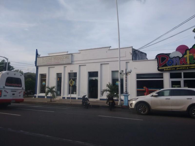 LOCAL COMERCIAL ESQUINERO, 6 BAÑOS, 790 METROS CUADRADOS, AGENDE SU CITA, TRAMITE SUPER FÁCIL Y SENCILLO