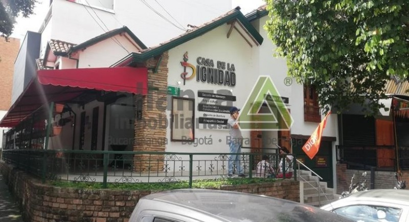 LOCAL COMERCIAL ESPECIAL PARA RESTAURANTE O CAFETERIA CON UN CORREDOR AMPLIO PARA DISPONER DE SILLAS Y MESAS Y UBICADO EN ZONA COMERCIAL DE RESTAURANTES Y OFICINAS.