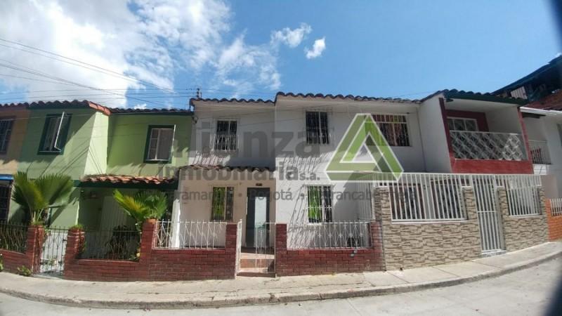 Hermosa casa de tres alcobas, dos baños, área 80m2, ubicada en el barrio tejar de Giron. AGENDE SU CITA, TRAMITE SUPER FÁCIL Y SENCILLO. 1 SOLO DEUDOR SOLIDARIO.