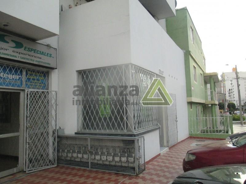 Local comercial con un baño, área 48 m2, buena ubicación en el barrio San alonso. AGENDE SU CITA, TRAMITE SUPER FÁCIL Y SENCILLO. 1 SOLO DEUDOR SOLIDARIO.