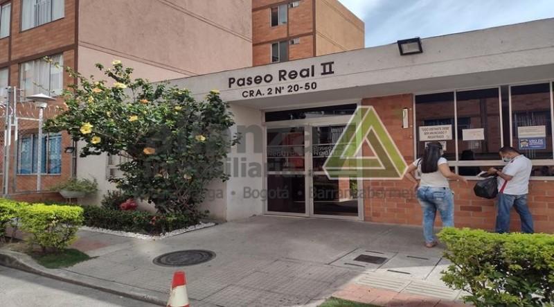 APARTAMENTO UBICADO PASEO REAL CERCA AL ÉXITO DE PASEO DEL PUENTE PIEDECUESTA,  2 PISO SIN ASCENSOR, 3 HABITACIONES, 2 BAÑOS, SALA COMEDOR, COCINA INTEGRAL, ZONA DE ROPAS, ZONA SOCIAL, CANCHAS JUEGOS INFANTILES SALÓN SOCIAL , PARQUEADEROS COMUNALES,  AGENDA SU CITA SIN COSTO,MÍNIMOS..