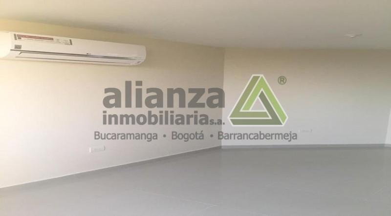 APARTA ESTUDIO, 1 ALCOBA, 1 BAÑO, COCINA INTEGRAL, ZONA DE ROPA, AIRE ACONDICIONADO, PARQUEADERO, 24 M2