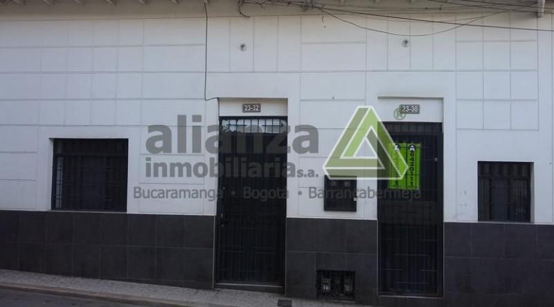 AMPLIO APARTAESTUDIO UBICADO EN EL SECTOR DEL CENTRO DE BUCARAMANGA, CUENTA CON, 1 HABITACION CON CLOSET, 1 BAÑO, ZONA DE ROPAS, SALA-COMEDOR, PARQUEADERO ASIGNADO, CERCA A SUPERMERCADOS, DROGUERIAS, PANADERIAS, Y A COMERCIO, FACIL TRAMITE AGENDA TU CITA.