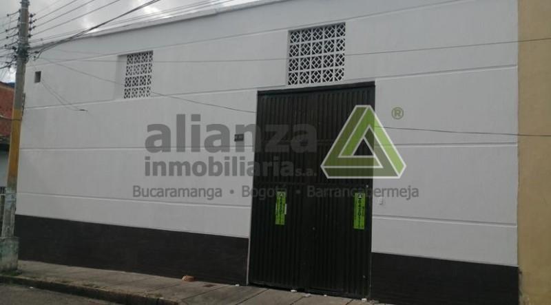 AMPLIA BODEGA UBICADA EN EL SECTOR DE SAN MIGUEL, BUCARAMANGA, CUENTA CON 2 NIVELES, 6 BAÑOS, 1 MAZENINI, 5 SALONES OFICINA, 1 RECEPCION CON MUEBLE, SECTOR MUY COMERCIAL, CERCA A FERRETERIAS, COMERCIO, CENTROS COMERCIALES, FACIL TRAMITE, AGENDA TU CITA.