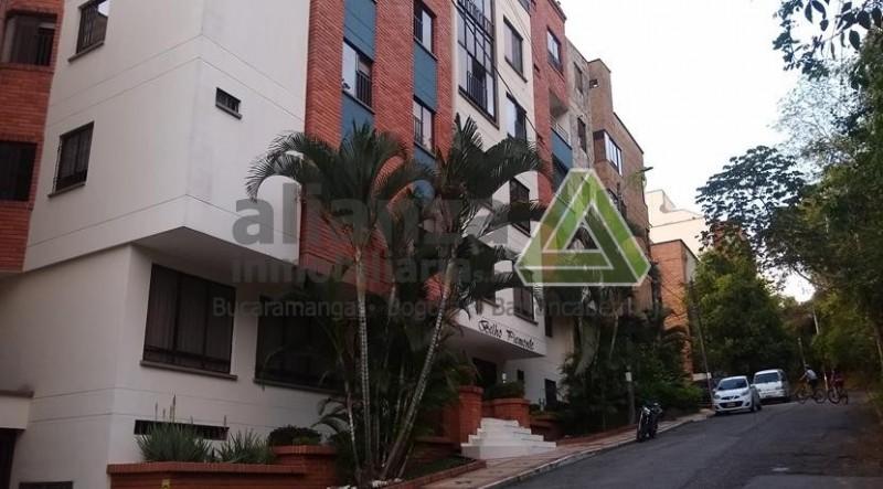 Apartamento de tres alcobas, tres baños, cocina integral, área 95 m2, un parqueadero cubierto, excelentes acabados, zona socia. AGENDE SU CITA, TRAMITE SUPER FÁCIL Y SENCILLO. 1 SOLO DEUDOR SOLIDARIO.