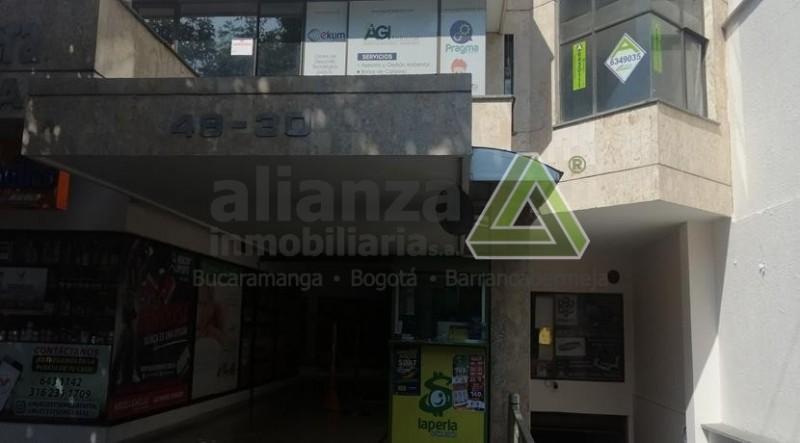 OFICINA UBICADA EN CABECERA DEL LLANO, EDIFICIO CABECERA PLAZA, EN UNO DE LOS SECTORES MAS COMERCIALES DE LA ZONA, BUENA VENTILACIÓN E ILUMINACIÓN, CON VISTA AL EXTERIOR, 2 PISO NO TIENE ASCENSOR, CUENTA CON 1 SALÓN, 1 BAÑOS, PARQUEADERO, VIGILANCIA 24 HORAS. AGENDE SU CITA, TRAMITE SUPER FÁCIL Y SENCILLO. 1 SOLO DEUDOR SOLIDARIO.