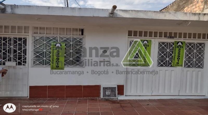 CASA, 3 ALCOBAS, 4 BAÑOS, SALA, COMEDOR, GARAJE, PATIO,COCINA TRADICIONAL, 104M2.