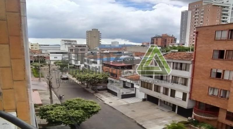 Apartamento en el Edificio Mirador real, ubicado en el barrio los conucos- Bucaramanga  Ubicado en el piso 5, con ascensor. Con un área de 57.80 mts, distribuido en sala comedor, cocina integral, zona de ropas, alcoba principal con baño y alcoba auxiliar, 1 baño auxiliar. Zona tranquila y cerca de todo.