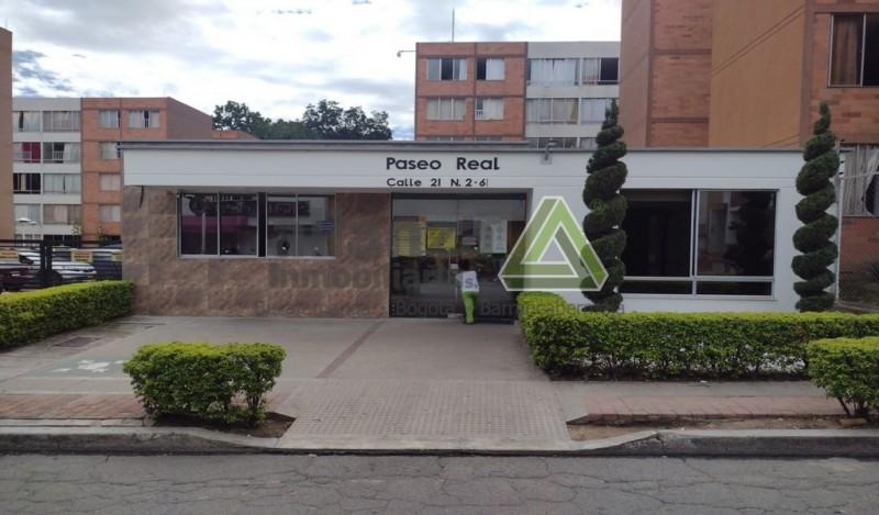 AMPLIO APARTAMENTO UBICADO EN EL BARRIO PASEO DEL PUENTE, CONJUNTO CERRADO PASEO REAL. PISO 2 CUENTA CON, 2 HABITACIONES CON CLOSET, SALA-COMEDOR, 1 BAÑO, ZONA DE ROPAS, VIGILANCIA LAS 24 HRS, CANCHA, JUEGOS DE NIÑOS, FACIL TRAMITE AGENDA TU CITA...