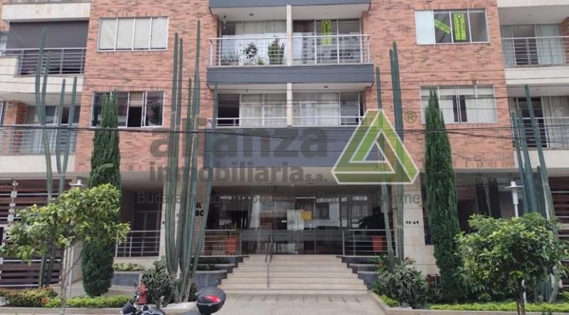 Excelente apartamento Cabecera del Llano, 1 alcoba con closet, 1 baño, cocina integral, sala comedor, balcón, estudio, calentador, 49 mts, salón social, BBQ, piscina, gimnasio, sauna, parque infantil.