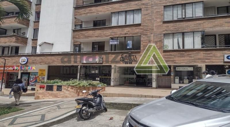 AMPLIO APARTAMENTO UBICADO EN EL BARRIO MEJORAS PUBLICAS DE BUCARAMANGA, PISO 5 CON ASCENSOR, CUENTA CON, 3 HABITACIONES CON CLOSET, AMPLIA COCINA INTEGRAL, HABITACION DE SERVICIO, ZONA DE ROPAS, 3 BAÑOS, SALA-COMEDOR, PARQUEADERO ASIGNADO CUBIERTO, AMPLIO BALCON, VIGILANCIA LAS 24 HRS, CERCA A CENTROS COMERCIALES, PANADERIAS, FACIL TRANSPORTE PUBLICO, FACIL TRAMITE AGENDA TU CITA...