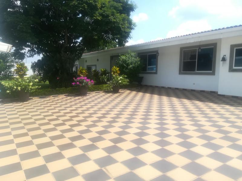 Imagen https://pictures.domus.la/inmobiliaria_301/90222_18_117930095.jpg
