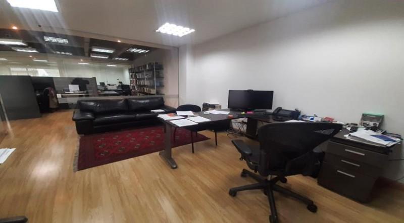 Magnifica oportunidad de oficina para su negocio, amplios espacios, 5 oficinas cerradas, cableado estructurado, con acabados, excelente altura, edificio exclusivo, 2 garajes independientes.