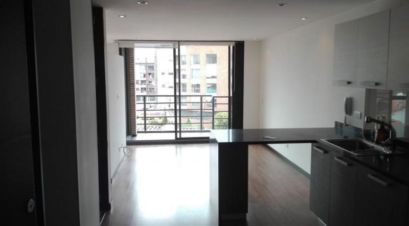 Aparta estudio excelente ubicación, moderno, 2 baños parqueadero y deposito fácil acceso tranquilo con balcón