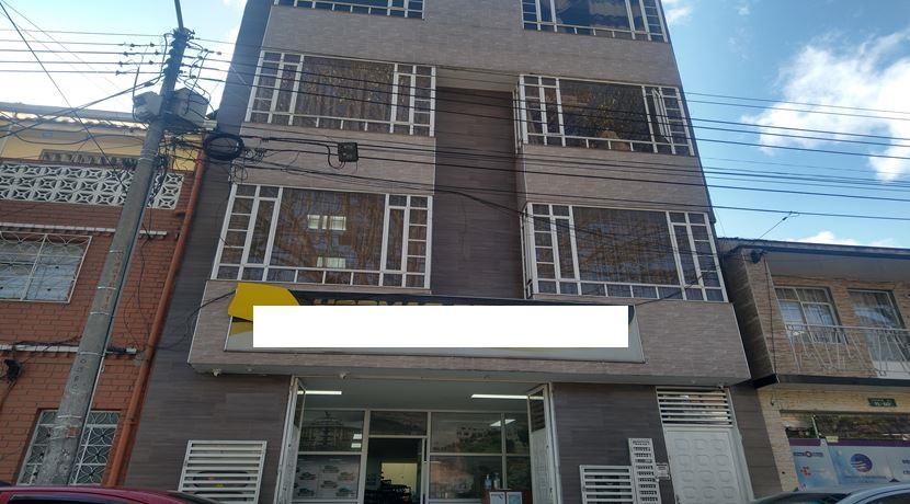 Excelente oportunidad para inversión edificio en venta en el barrio Restrepo  rentando 10 millones mensuales, edificio de 4 plantas, área de primer planta 170m2, segunda, tercera y cuarta plata cada una de 140 m2 , en la cuarta planta tiene dos apartamentos independientes, el edificio cuenta con luz trifásica y doble altura...