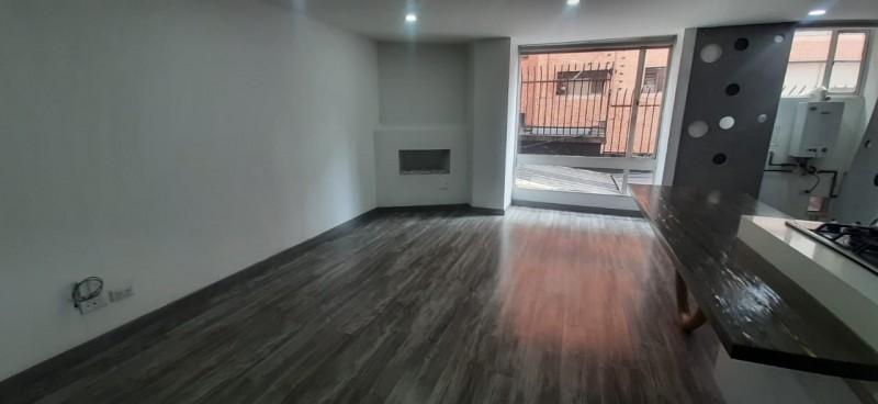Acogedor apartamento remodelado tipo americano 2 alcobas 2 baños estudio parqueadero cubierto excelente seguridad y tranquilidad en exclusivo sector..